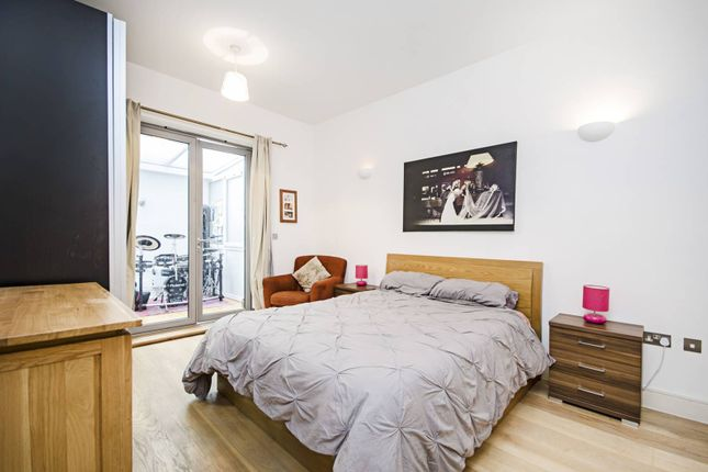 Thumbnail Property for sale in Hermitage Road, Harringay, London