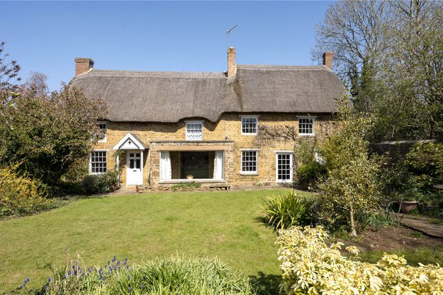 4 bed property for sale in High Street, Bodicote, Banbury, Oxfordshire OX15