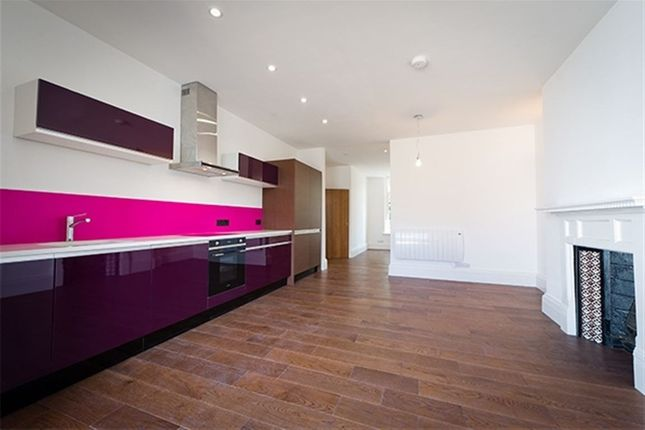 Thumbnail Flat to rent in West Walk, Leicester