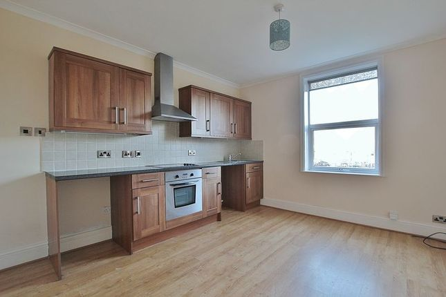 Thumbnail Flat to rent in Victoria Avenue, Hull