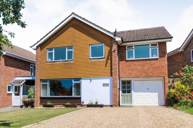 Thumbnail Link-detached house for sale in Springfield Park, Twyford, Reading