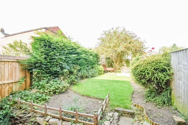 Thumbnail Terraced house to rent in Dale Close, Ossett