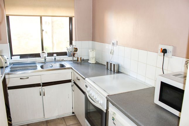 Ivel Court Yeovil Ba21 1 Bedroom Flat For Sale 42803270