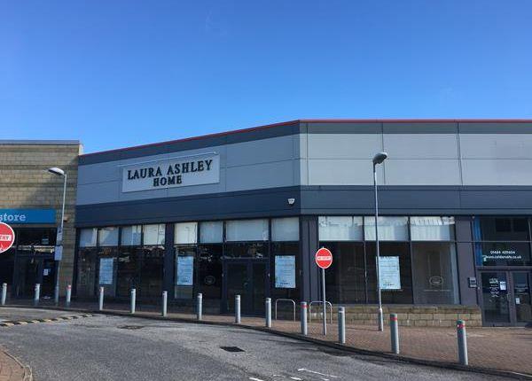 Retail premises to let in Unit 2 Castlegate Retail Park, St Johns Road, Huddersfield