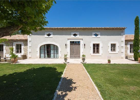 8 bed farmhouse for sale in 13210 Saint-Rémy-De-Provence, France