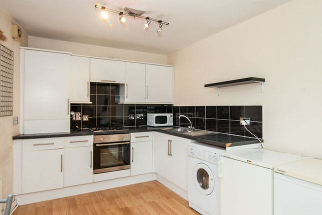 Thumbnail Semi-detached house to rent in Fleming Mead, Mitcham