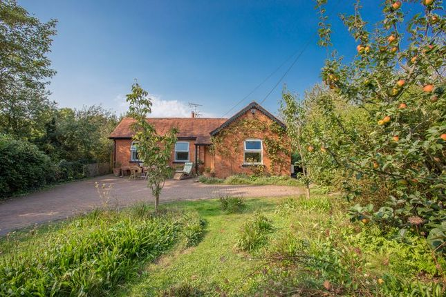 3 bed detached bungalow for sale in Westover, Langport TA10