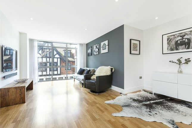 Thumbnail Flat to rent in Fossil Court, 217 Long Lane, London