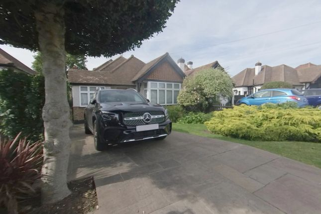 4 bed bungalow to rent in The Warren, Worchester Park KT4