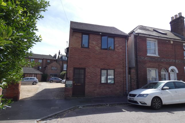 1 bed flat to rent in Holly House, Harcourt Terrace, Salisbury SP2