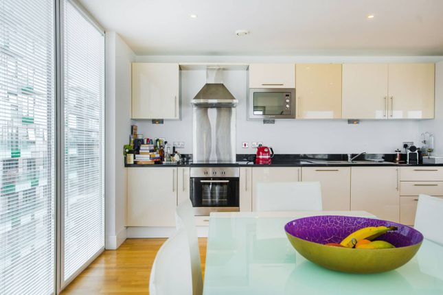Thumbnail Flat to rent in Quadrant Walk, Canary Wharf