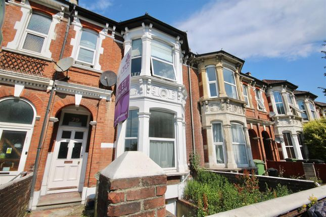 Flat to rent in Victoria Road North, Southsea