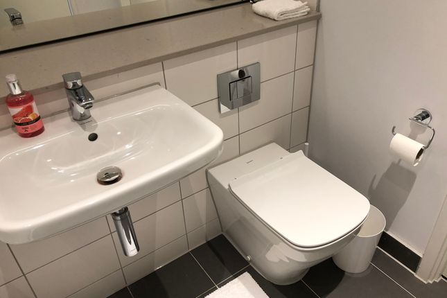 Bathroom of Bury Street, Salford M3