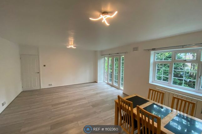 2 bed flat to rent in Lea Court, Stockport SK4