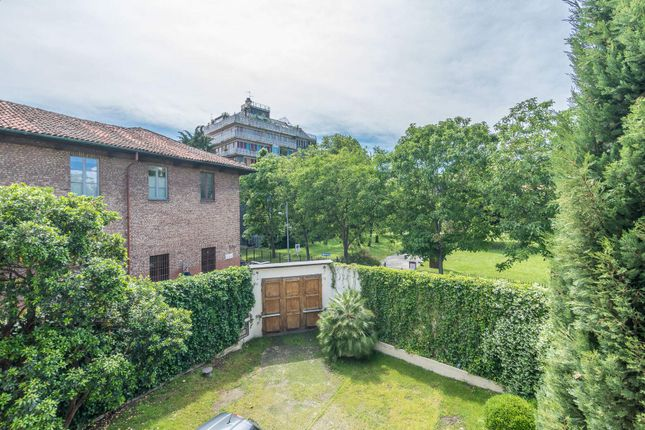 6 bed town house for sale in Milan, Italy