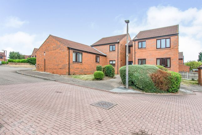 Thumbnail Flat for sale in Peakes Croft, Bawtry, Doncaster