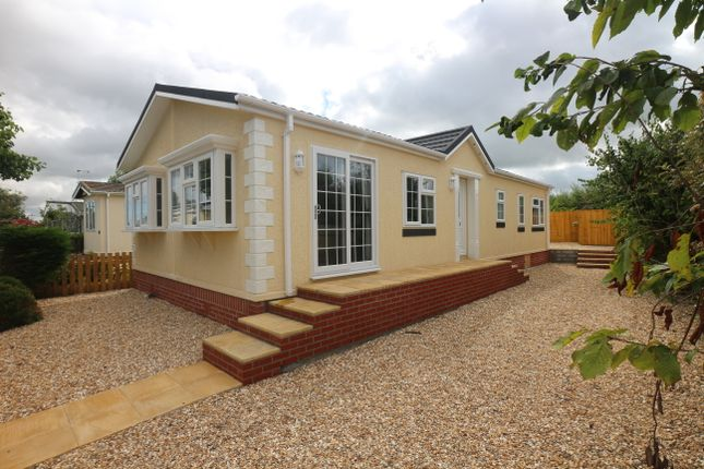 Thumbnail Mobile/park home for sale in Tremarle Home Park, North Roskear, Camborne