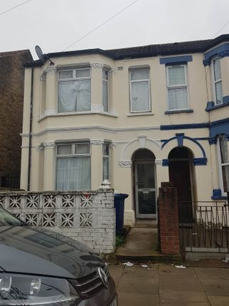 A Spacious Three 4 Bedroom  Semi Detached House To Rent