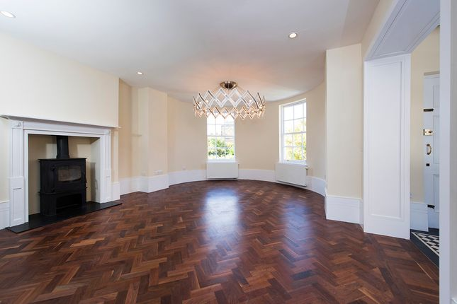 Thumbnail Town house to rent in Kennington Park Road, London