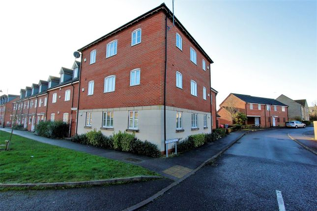 2 bed flat to rent in The Pollards, Bourne PE10
