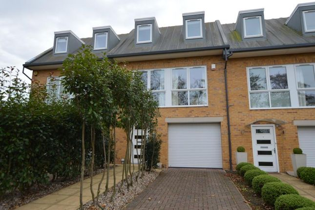 Thumbnail Town house to rent in Salisbury Road, Worcester Park