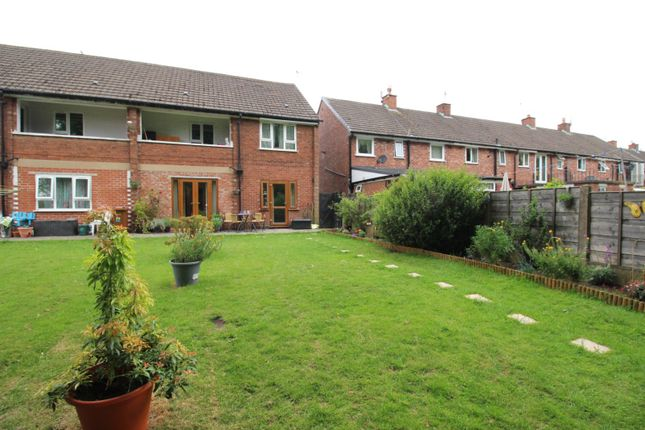 1 bed flat for sale in Dumbarton Close, Reddish, Stockport, Cheshire SK5