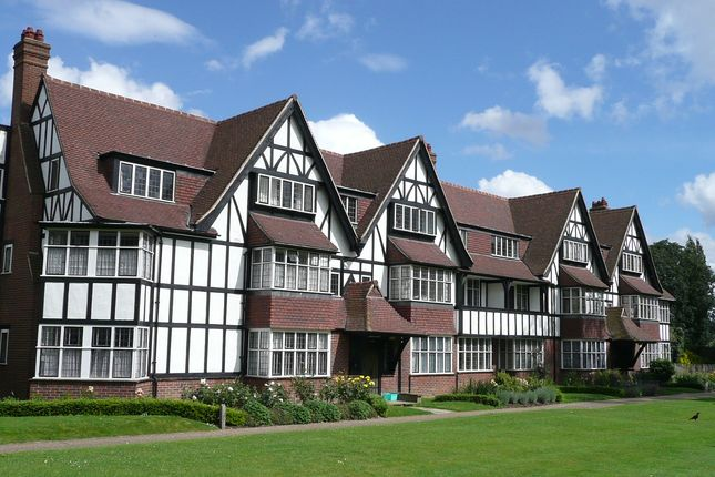 Thumbnail Flat for sale in Queens Drive, Ealing