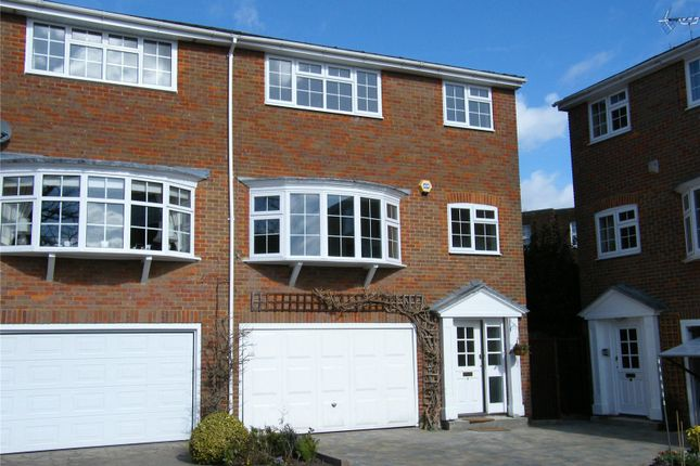 4 bed end terrace house to rent in Baronsmead, Henley-On-Thames, Oxfordshire