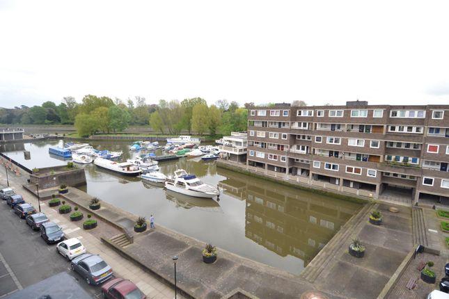 Thumbnail Flat to rent in Justin Close, Brentford