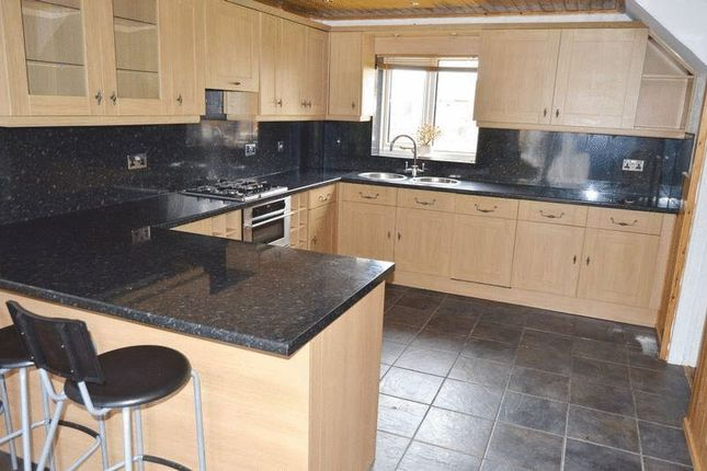 Thumbnail Semi-detached house to rent in Highfield Close, Hyde