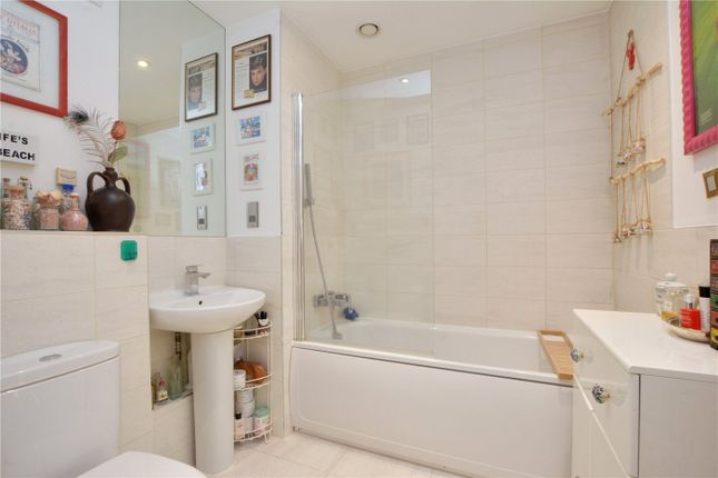 Bathroom of Howarth House, 125 Pelton Road, Greenwich, London SE10