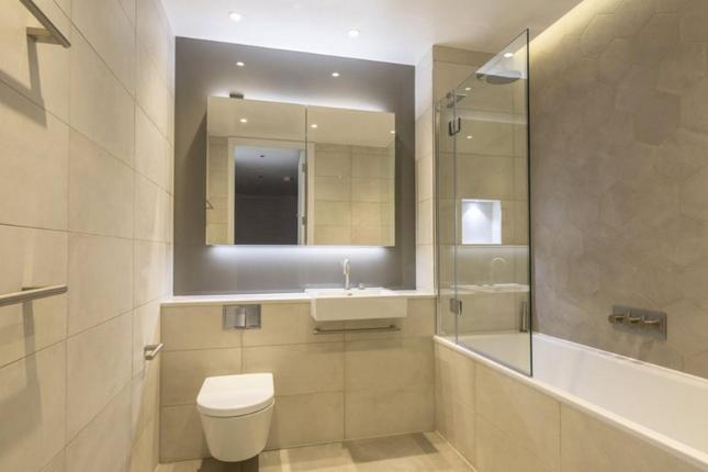 2 bedroom flat for sale in Portpool Lane, London