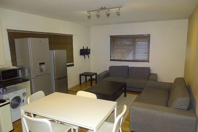 2 bed flat to rent in High Street, Barnet EN5