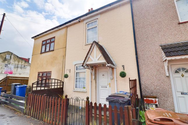 2 bed property for sale in River View, Chadwell St. Mary, Grays RM16