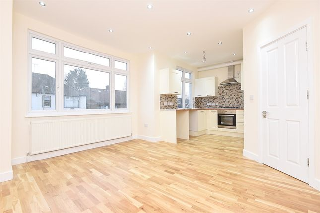 Thumbnail Flat for sale in Ashurst Road, London