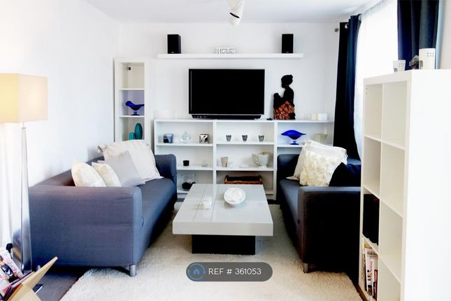 Cosy Living Room, Yet Enough Room For 8!