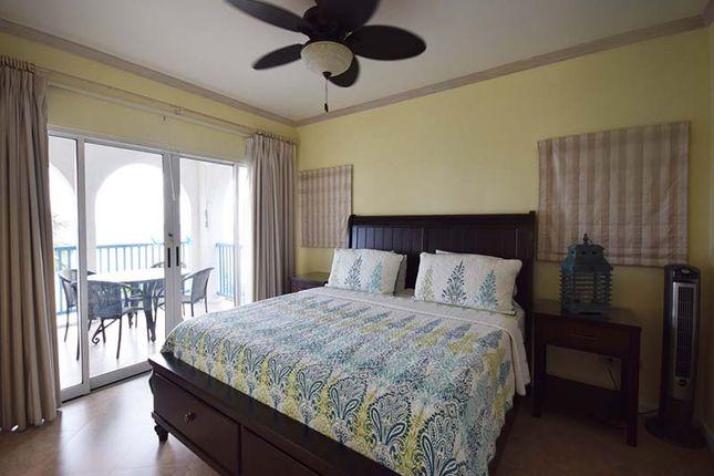 Maxwell Beach Villas - Master Bedroom