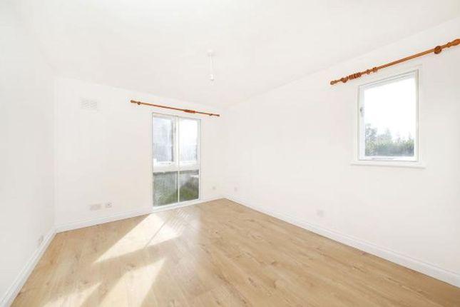 Thumbnail Flat to rent in Oak Apple Court, Grove Park