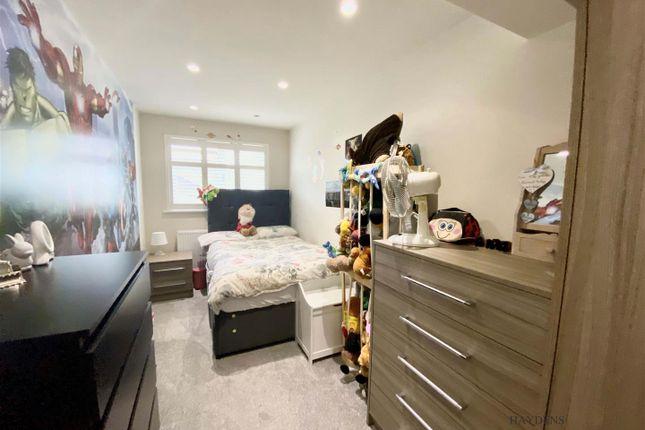 Bedroom of Broadfields, Goffs Oak, Waltham Cross EN7