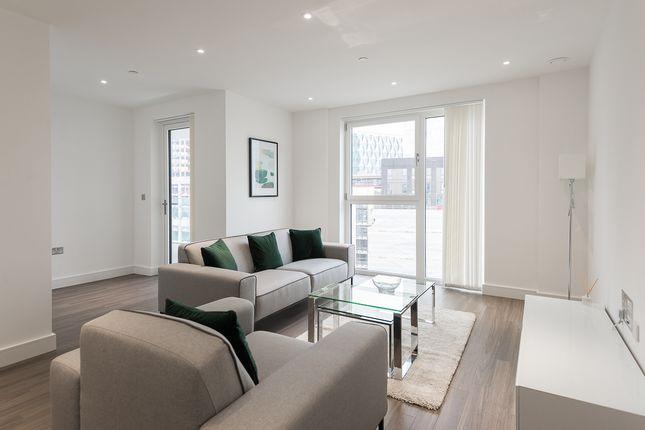 2 bed flat to rent in Wandsworth Road, Nine Elms