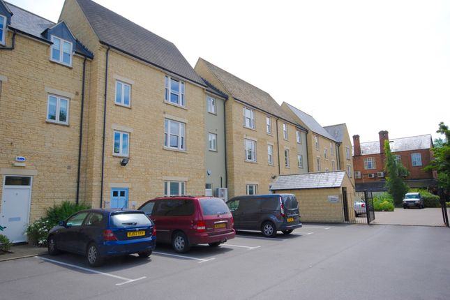 Flat to rent in Mill Walk, Witney