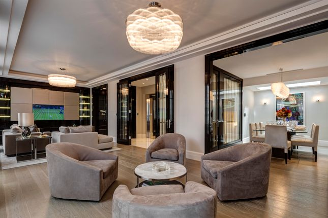 Thumbnail Town house for sale in South Street, Mayfair
