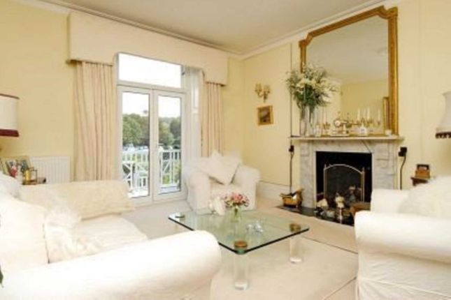 Thumbnail Flat to rent in River Terrace, Henley-On-Thames