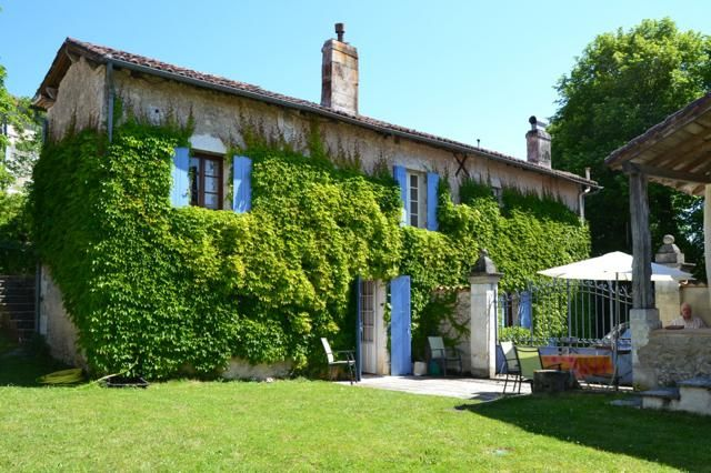 4 bed detached house for sale in St Severin, Saint-Séverin, Aubeterre-Sur-Dronne, Angoulême, Charente, Poitou-Charentes, France