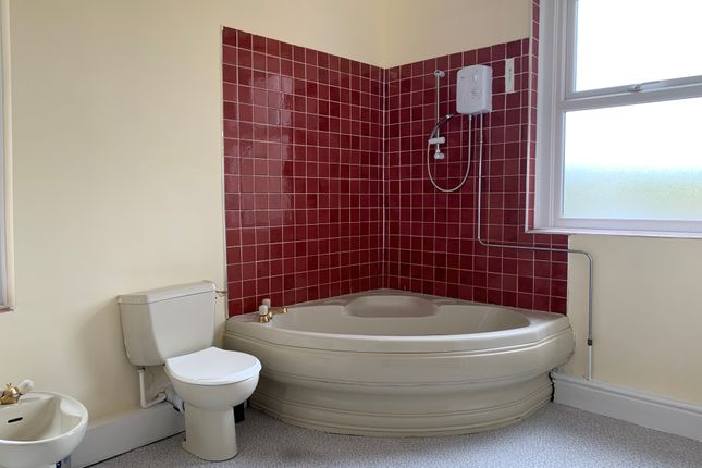 Bathroom of Holtwood Road, Sheffield S4