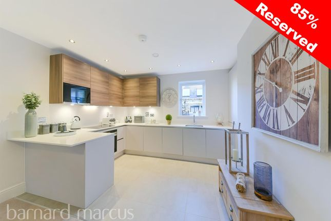 Thumbnail Flat for sale in Lanthornes Court, Woodcote Side, Epsom