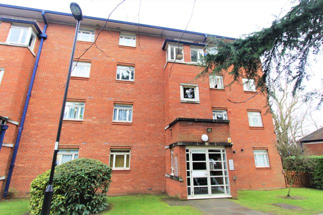 Thumbnail Flat for sale in Bourneside Crescent, Southgate