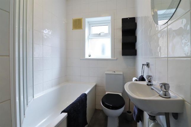 Bathroom of Sidmouth Road, Welling DA16