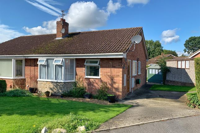 2 bed semi-detached bungalow to rent in Whitelass Close, Thirsk YO7