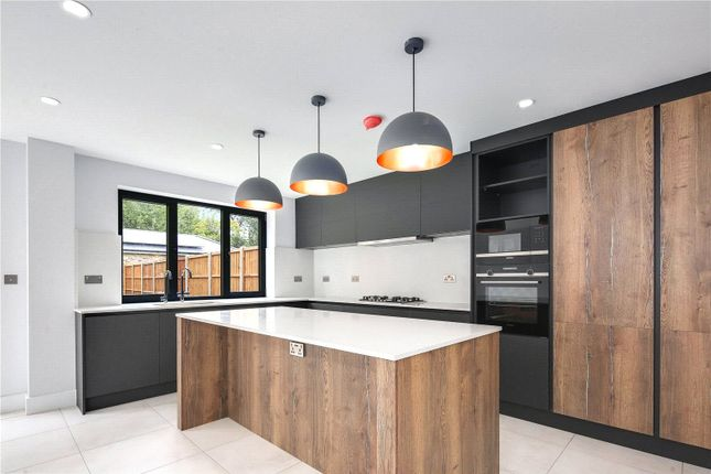 4 bed semi-detached house to rent in Meadow Walk, London E18